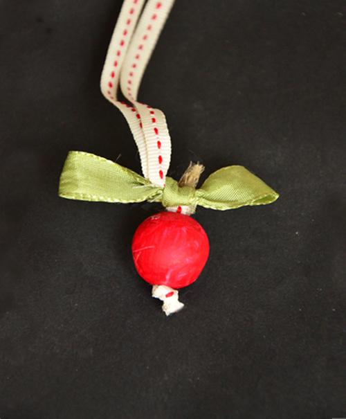 apple-necklace-cgb