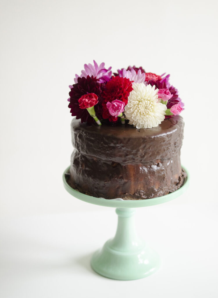 Cake Decorating Ideas Fresh Flowers : Trick for Fresh Flower Cake Toppers - willowday