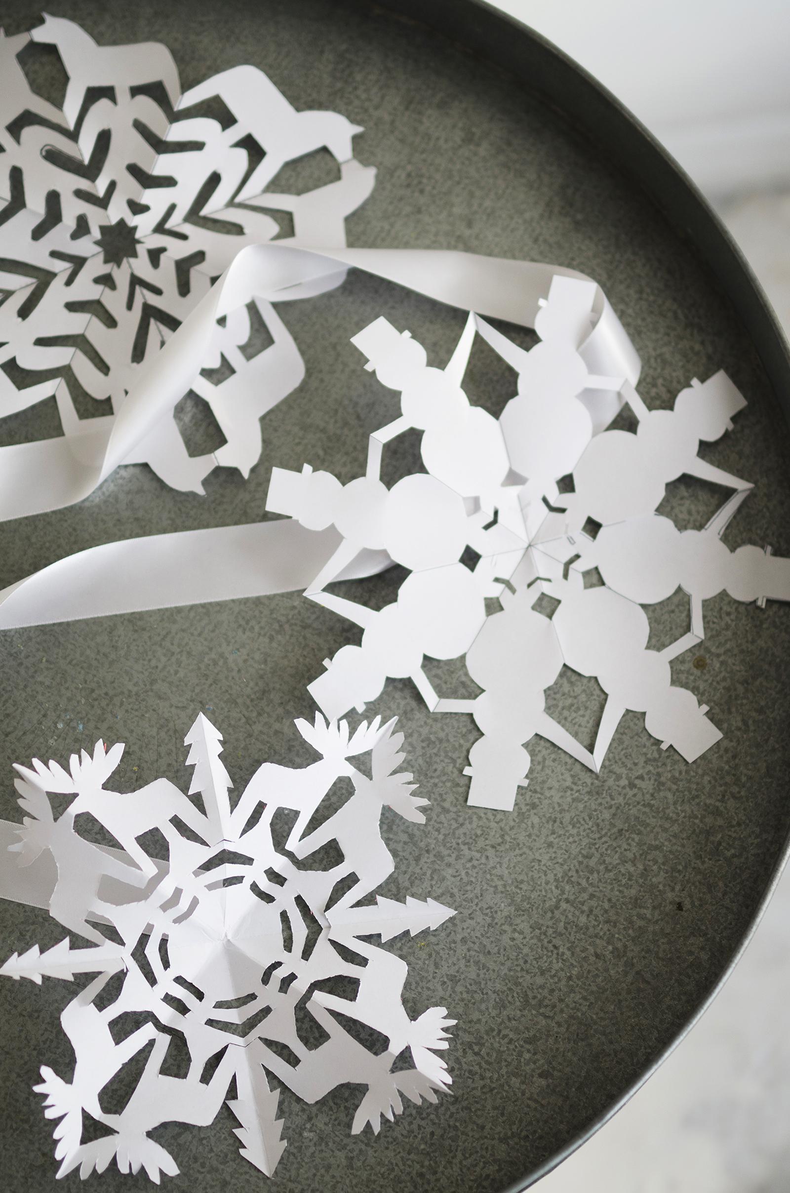 1600_snowflake_ontable