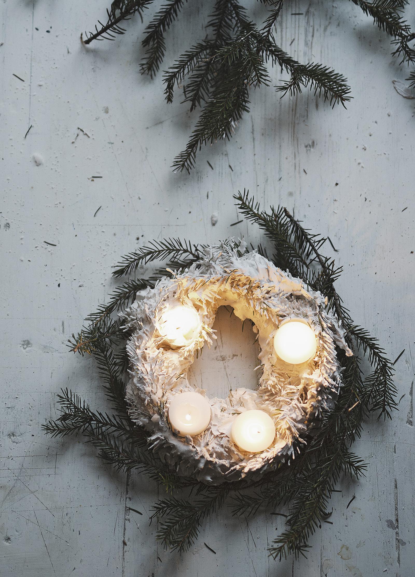 1600_notxt-Dec1 Plaster WreathDK